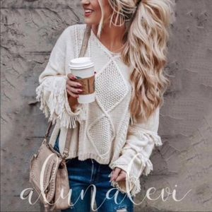 WHITE KNIT SWEATER WITH FRINGE ON ARMS